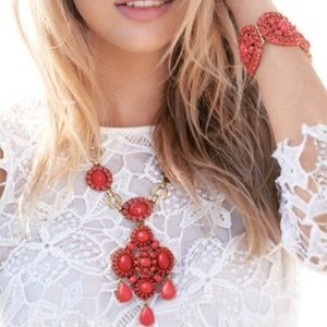 Stella & Dot Sardinia Statement Necklace